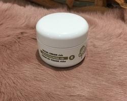 Hydraterende en voedende gezichtscrèmes: Gezichtscrème R.